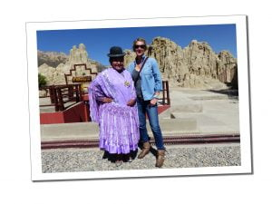 A bowler hatted Cholita and Suewherewhywhat pose for a photo